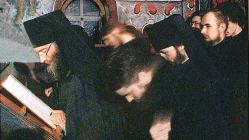 Monks_and_Seminarians_on_Cliros_in_Jordanville