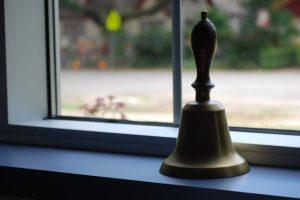 bell-488390_960_720-647x433