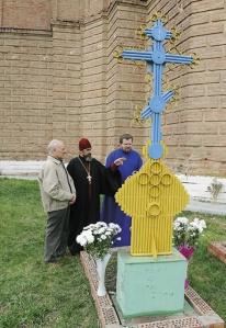 Гробът на Григорий до олтарната част на храма